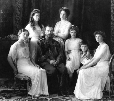 1200px-Russian_Imperial_Family_1913